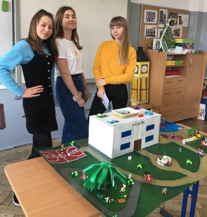 """Martyna Piecyk, Julia Koziczak oraz Agata Jawor (klasa 7a) – projekt """"La escuela de mis sueños"""""""